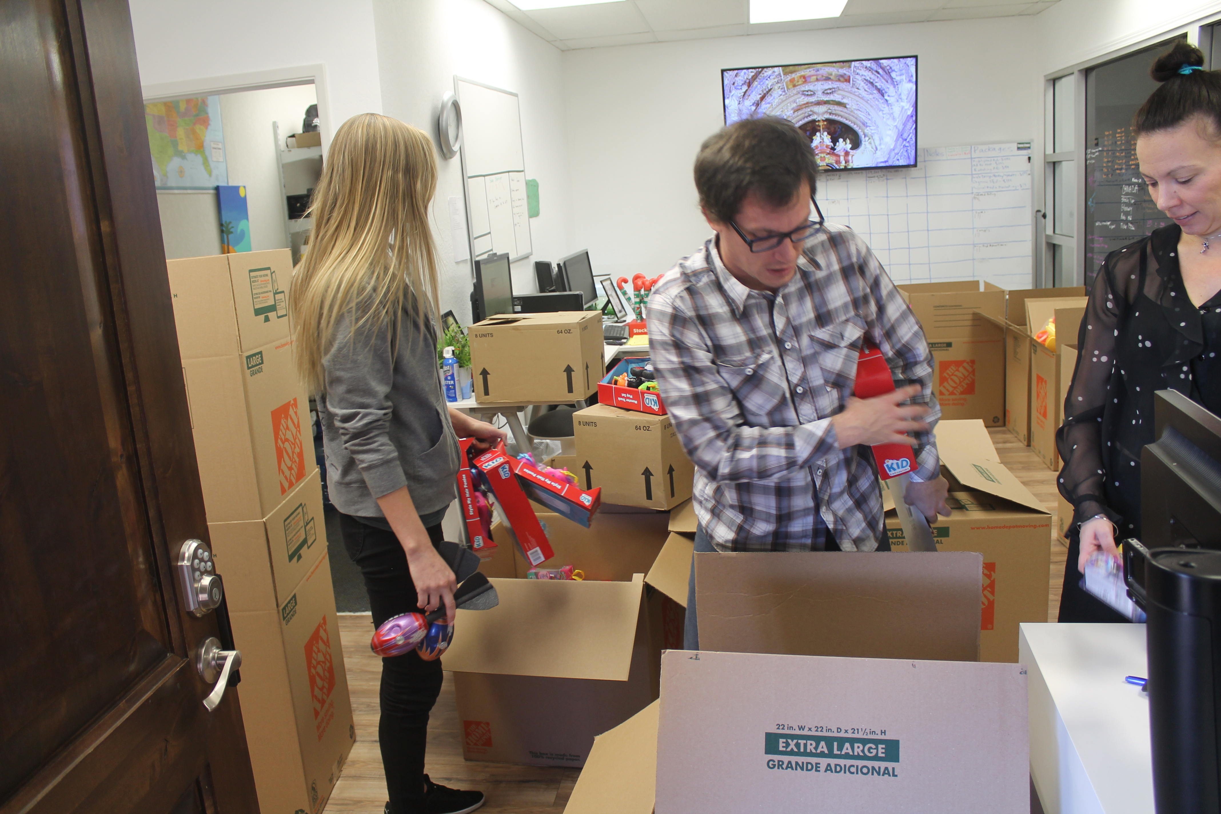 BudTrader Donates Toys For 300 Kids